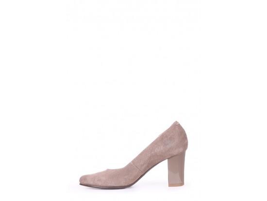 Pantofi Clarette bej din piele intoarsa model 23